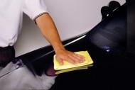 Poradnik ukazuje w jaki sposób samemu naprawić odpryski na lakierze fot. Newspress